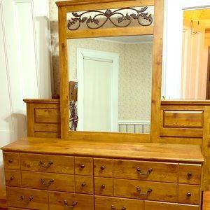 Other - 5 piece queen size bedroom set